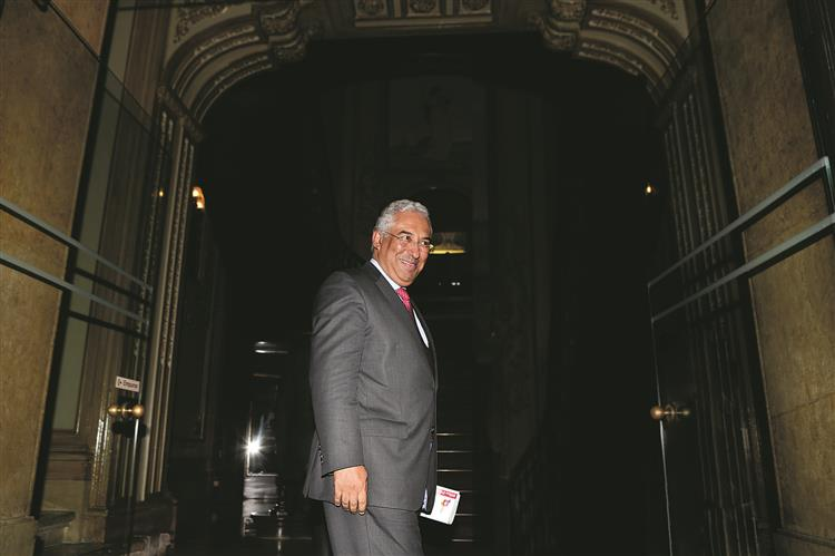 PSD quer pôr Costa a falar ou a fugir