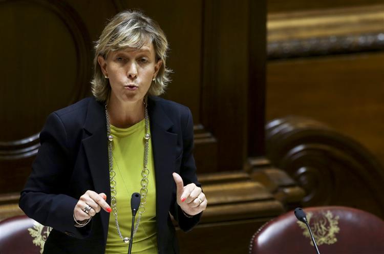 Ministra das Finanças vai ao Parlamento apresentar OE