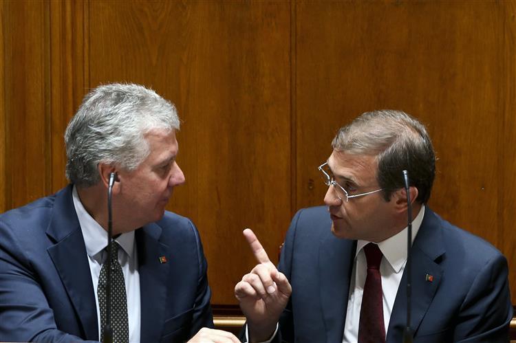 """Governo queixa-se de """"falta de seriedade"""" nas críticas à reforma do IRS"""
