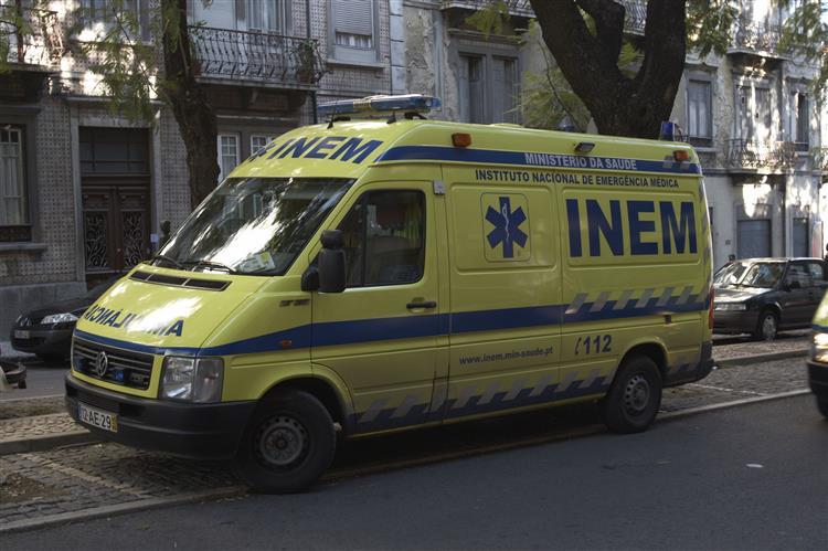 Um morto em incêndio numa fábrica em Paredes