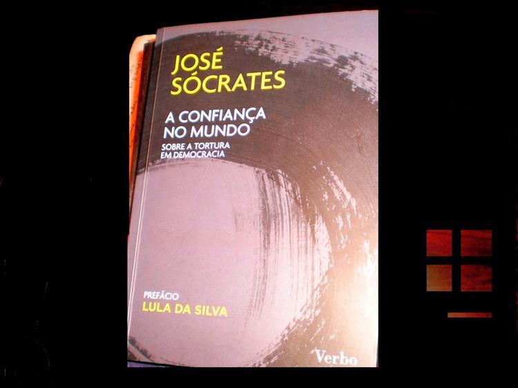 Sócrates comprou milhares de exemplares do seu livro