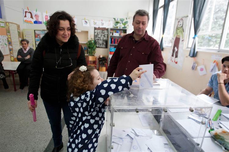 Grécia: Líderes já votaram, participação é elevada [em actualização permanente]