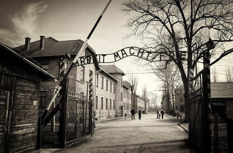 Pensamento que originou Holocausto persiste na actualidade, diz investigadora