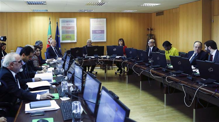 'Confiança e esperança' no programa do Governo do PS
