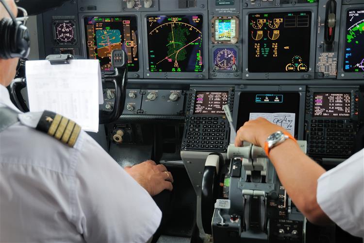 INAC obriga companhias a terem dois tripulantes no 'cockpit' em permanência
