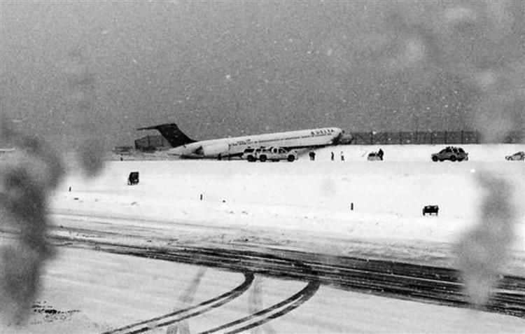 Avião sai de pista em Nova Iorque