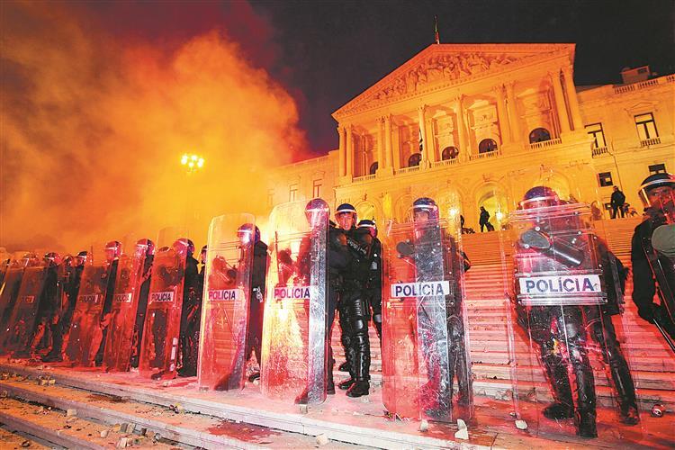 Inquérito detectou 'abusos' da PSP na manifestação de 2012