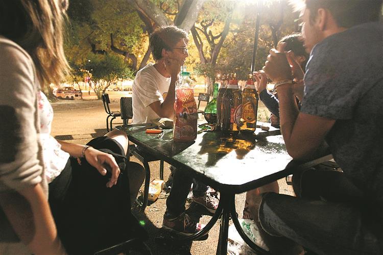 Consumo de álcool na rua proibido à noite