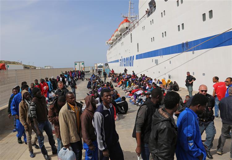 Naufrágio: União Europeia reúne-se de urgência