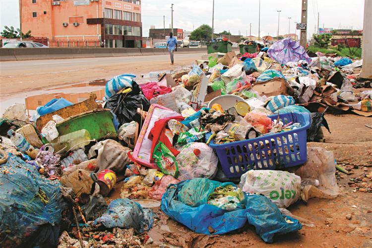 Lixo ainda à espera de solução