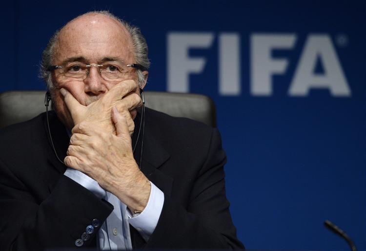 """Blatter deixa um aviso: """"Sei que vão chegar mais más notícias"""""""