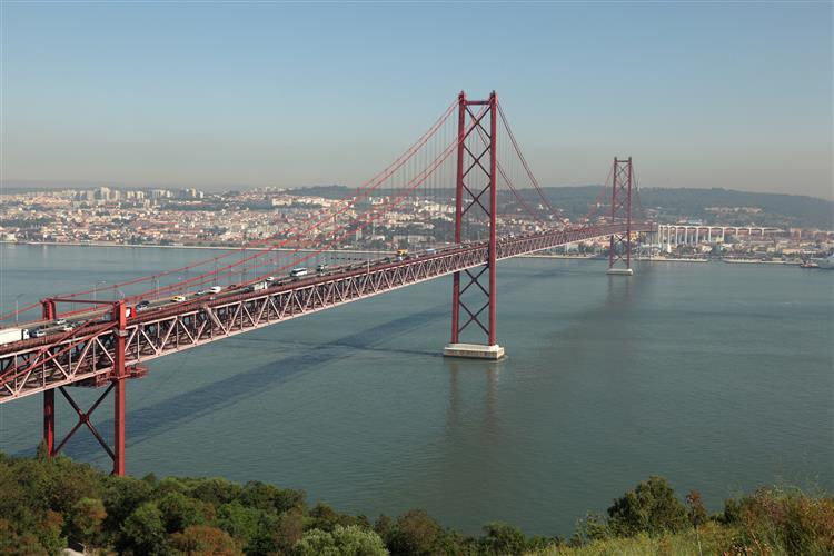 Ponte 25 de Abril reaberta ao trânsito