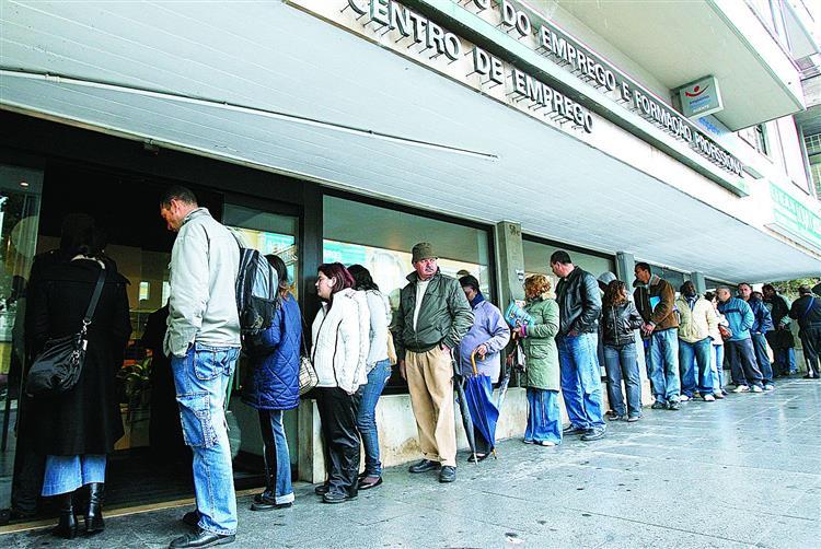 Desemprego sobe para 13,7%