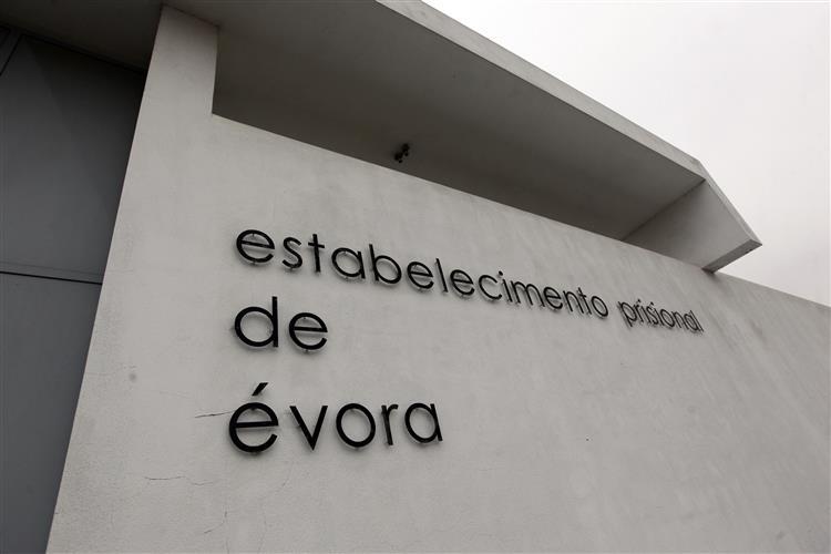 Comício eleitoral em Évora ignora o recluso Sócrates