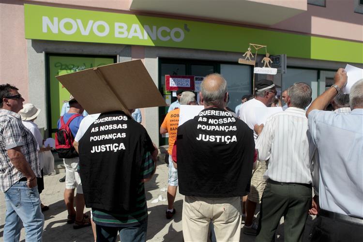 Funcionários do Novo Banco. Resistir às ameaças atrás do balcão