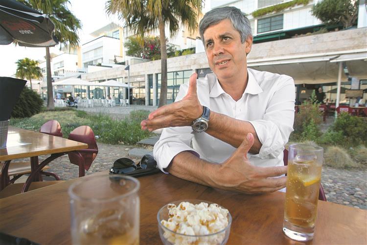 Mário Centeno: 'Como é que a direita não defende a redução de impostos?'
