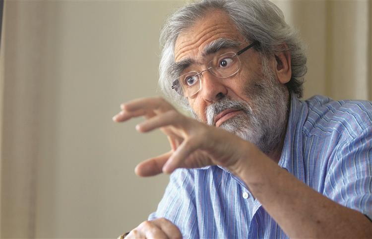 António Barreto: 'Há hoje um grande político, a sra. Merkel'