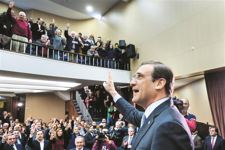 Passos quer apagar imagem 'austeritária' e voltar a S. Bento
