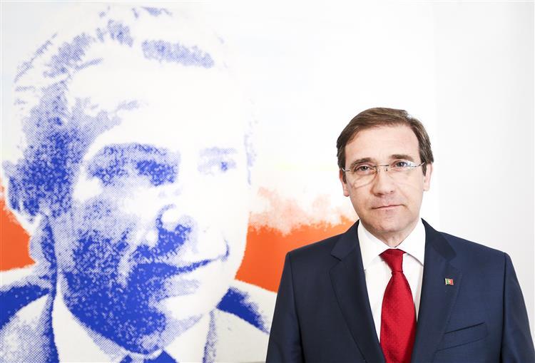 Entrevista ao SOL: 'Percebo que o Presidente esteja a apoiar o governo', diz Passos Coelho