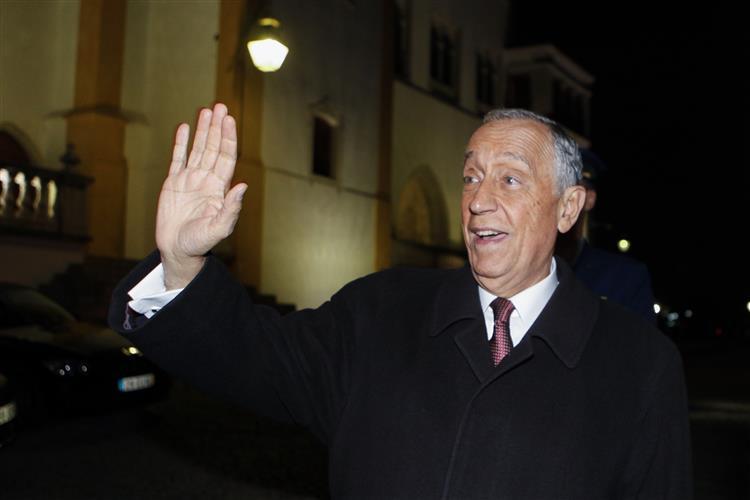 """Direita acha que Marcelo Rebelo de Sousa """"fala demais"""""""