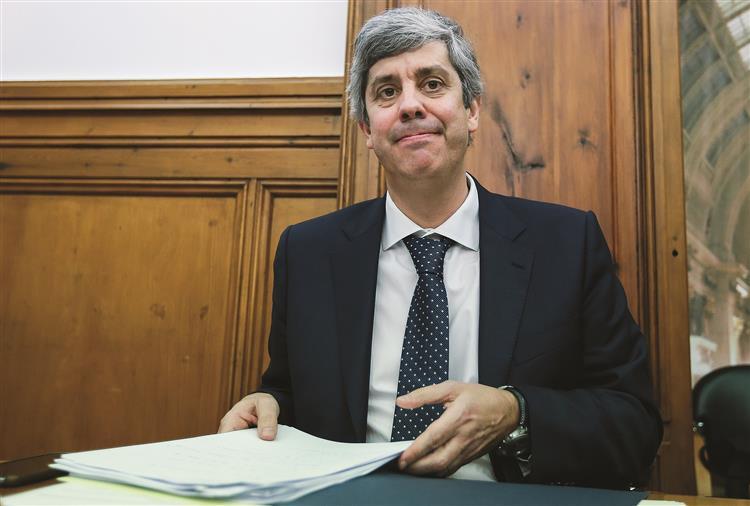 """Despesa pública """"está bastante abaixo daquilo que está previsto"""", diz Mário Centeno"""